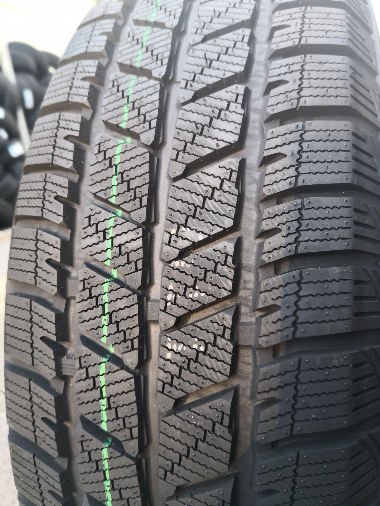 215/65R16 109/107R, Duraturn, Mozzo winter Van